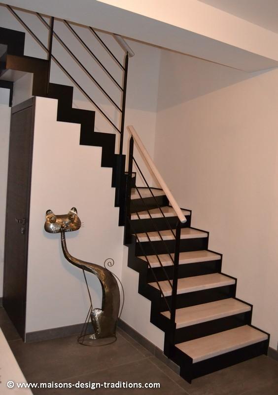 Escalier en métal et bois